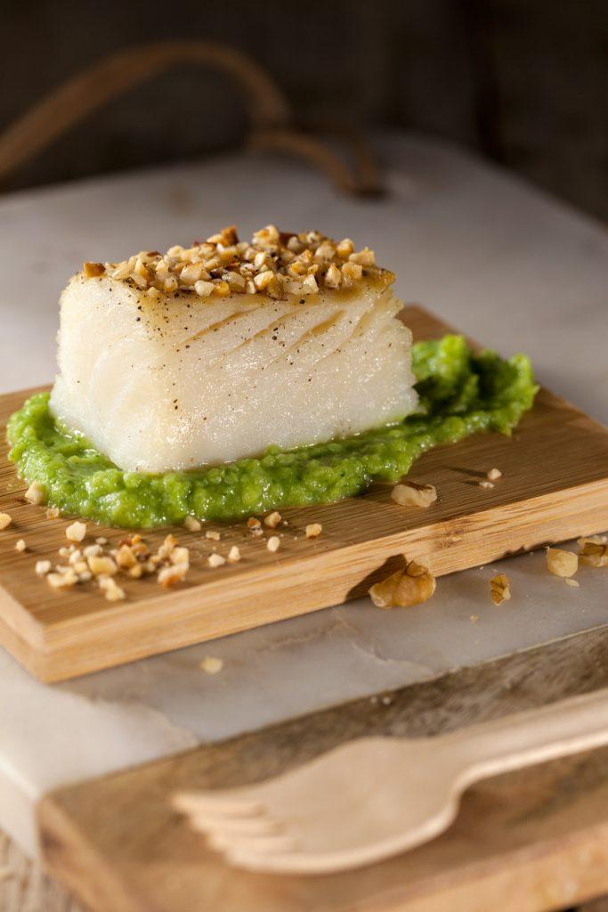 Baccalà con nocciole e crema di broccolo